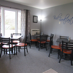 DL lobby breakfast tables
